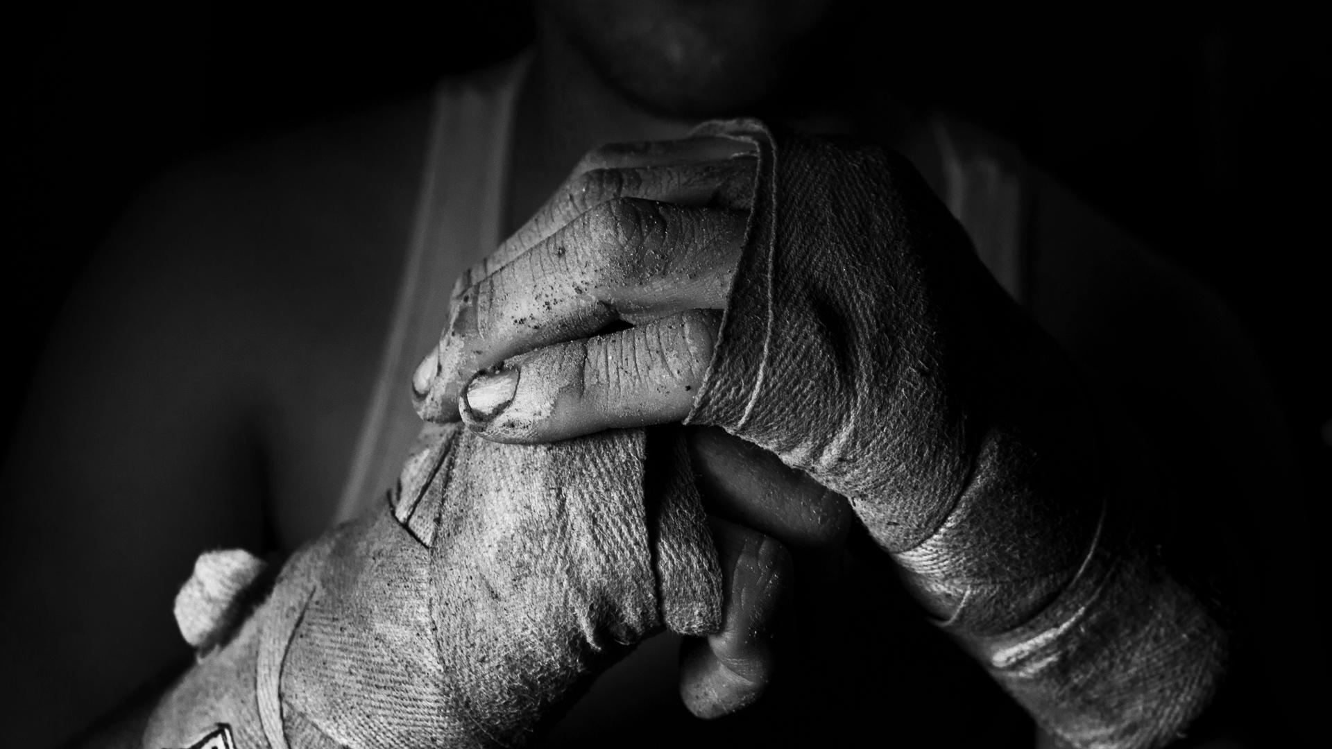 hands_man_struggle_fists_bandage